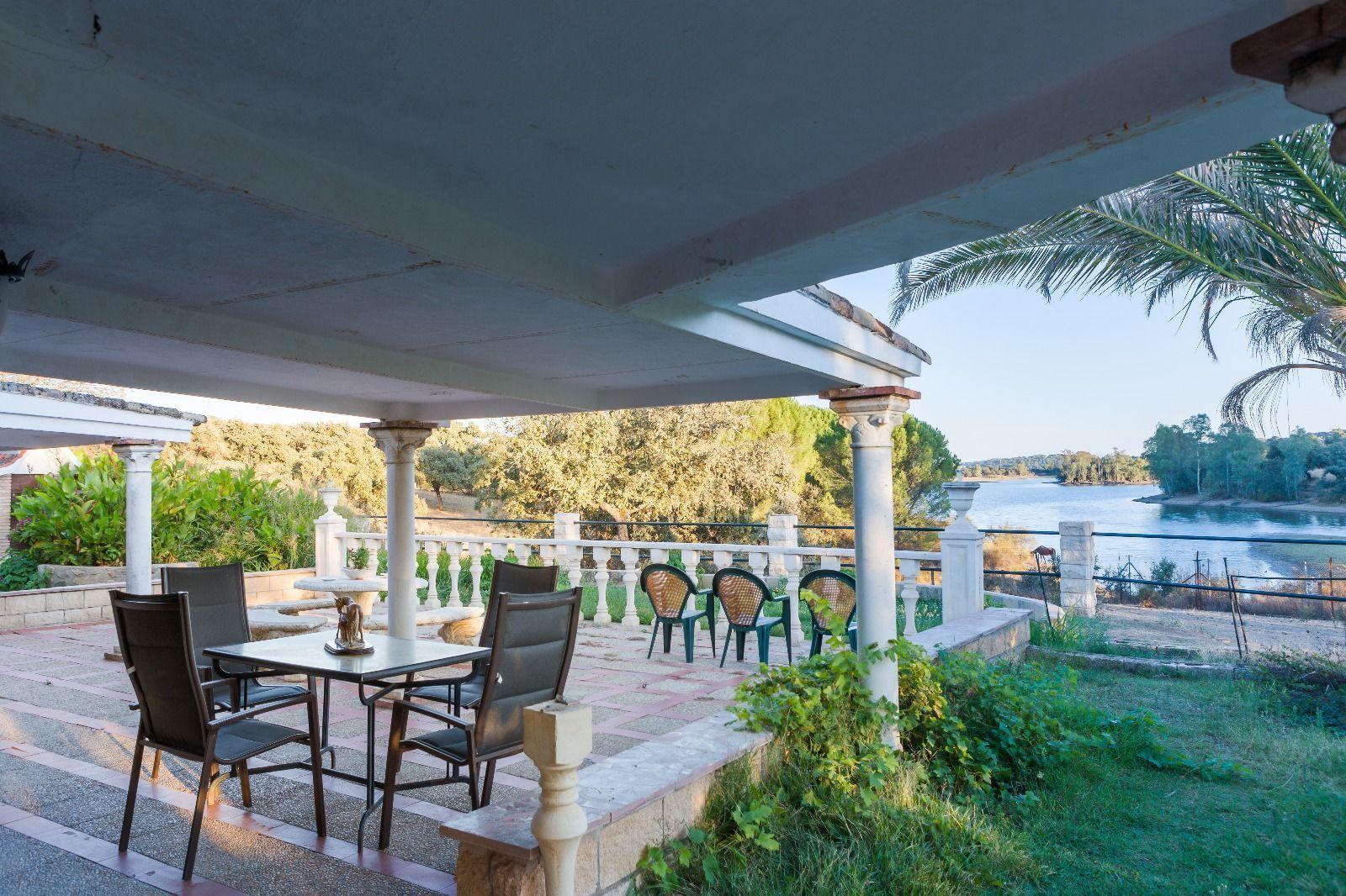 Private Solarium terrace in Lake house